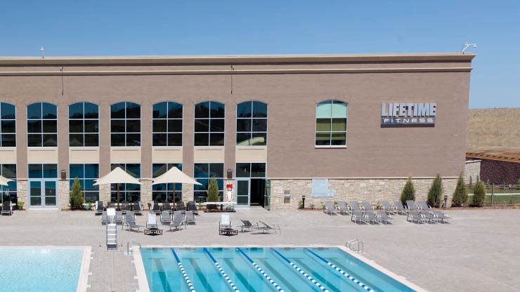 The outdoor swimming pool and patio at the Life Time Fitness health club in Colorado Springs, CO