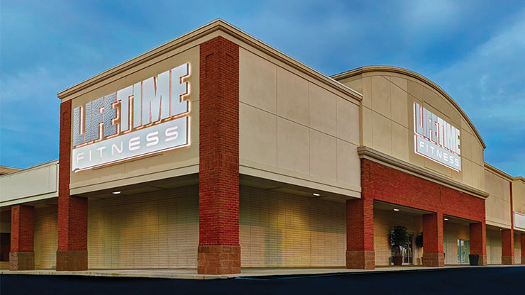 The outside of Life Time Fitness Upper Arlington, a premier fitness center in Columbus, OH