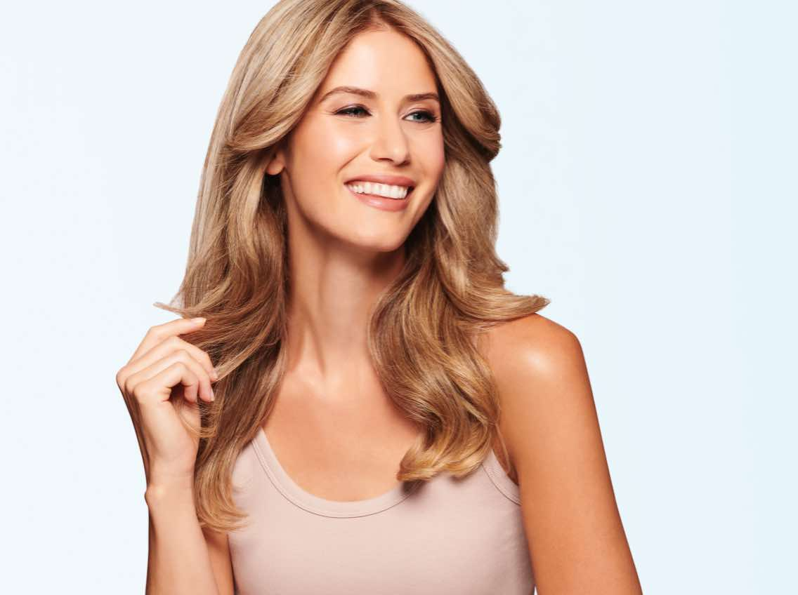 Woman with shiny, wavy blonde hair